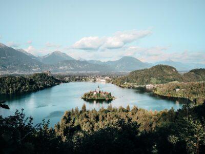 Kerkje in het meer van Bled